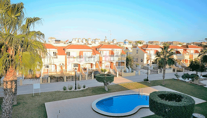 townhouses for sale in lo crispin