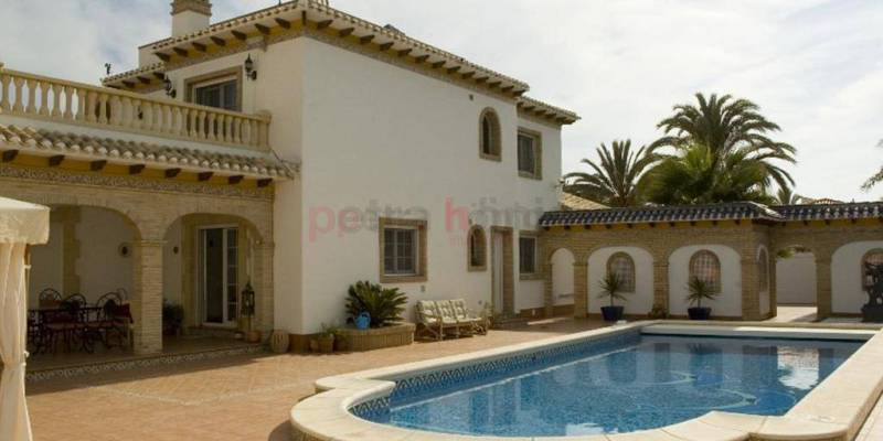 What kind of houses for sale Orihuela Costa are your favorites?
